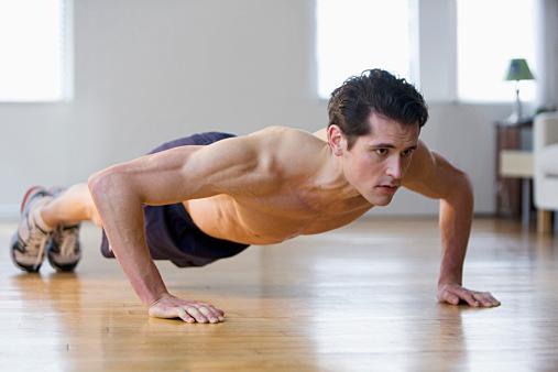 pushups 器具なしトレーニングで動ける体をつくる。自重トレーニングで極限まで鍛える事はできる
