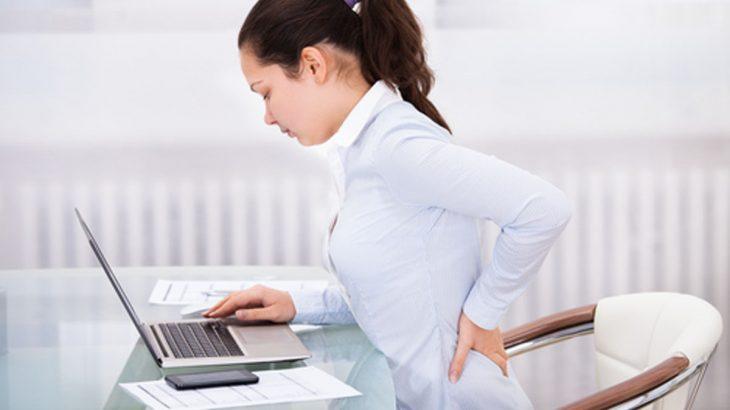 腰痛で立つと腰がまっすぐ伸びない!長く座ると腰が痛い!そんな腰痛の原因と解決法を知ってスッと立ち上がる