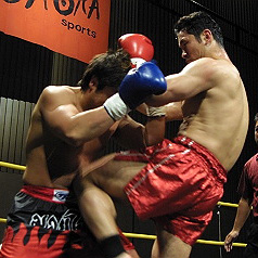 kick-mitt-for-head-e1488883508886 経営者向け!キックボクシングでストレス発散会!開催