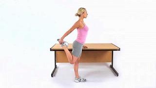 deskwork-lowerback 腰痛で立つと腰がまっすぐ伸びない!長く座ると腰が痛い!そんな腰痛の原因と解決法を知ってスッと立ち上がる