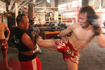 kickboxing-fight-e1494416409390 スタミナに不安なら必見!キックボクシングの試合用トレーニングで最も重要になる「絶対勝てる体を作るフィジカルトレーニング」