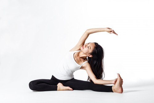 bent-side2 腰痛はこれだけでOK!カラダのプロが教える効果的なストレッチ。